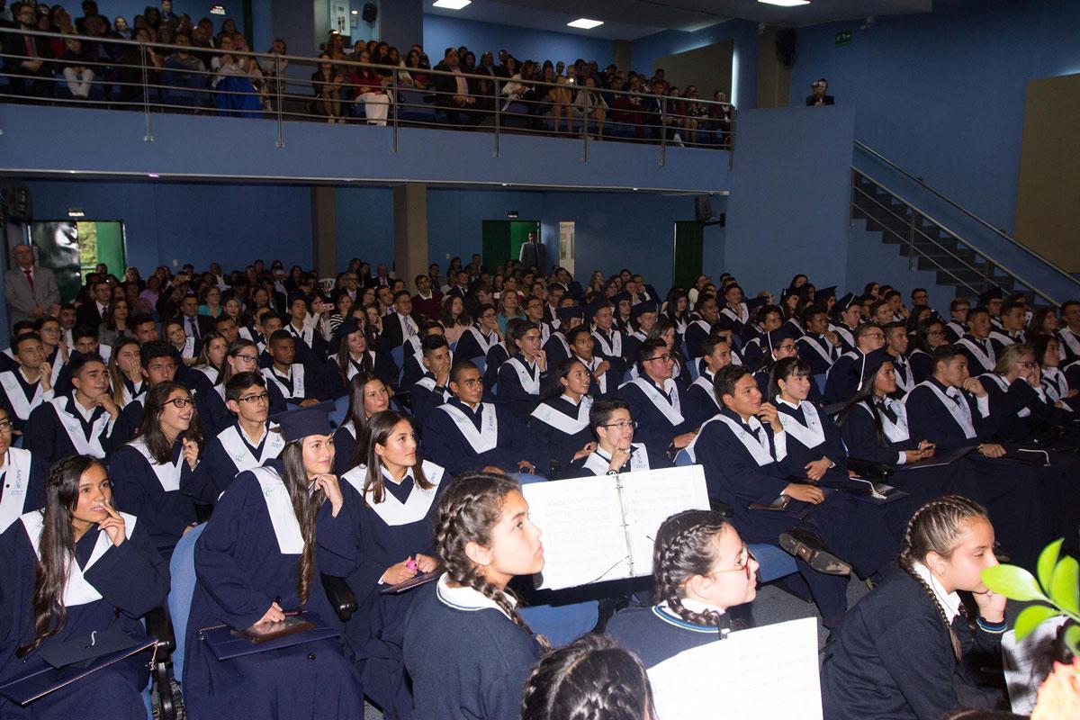 Estudiantes en auditorio