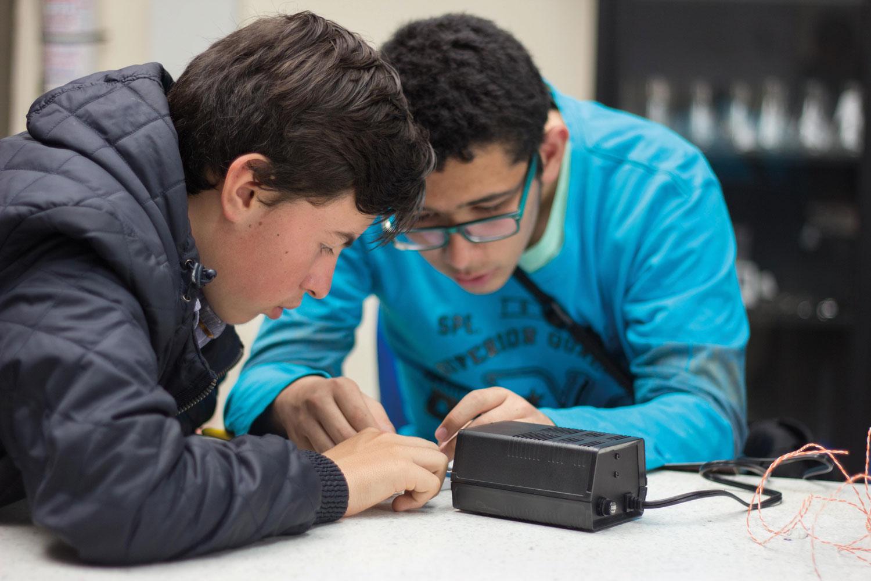 Estudiantes programa tecnicolaboral, mantenimiento y desarrollo de computadores