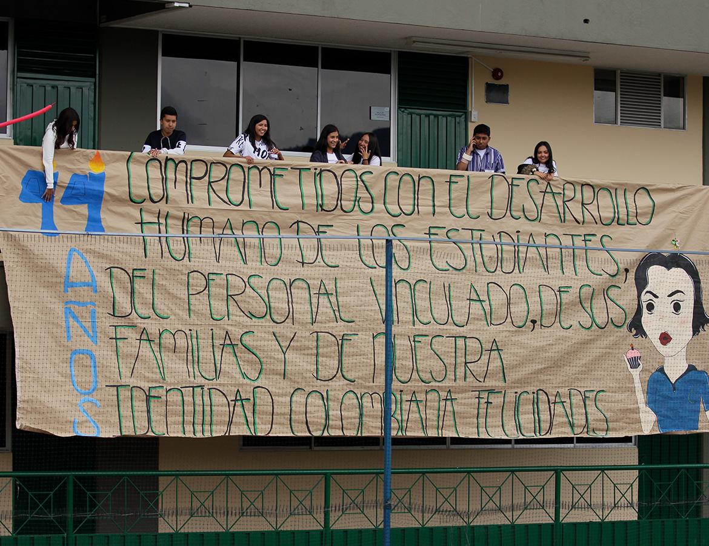 Cartel estudiantes cumpleaños 44 Colegio Canapro